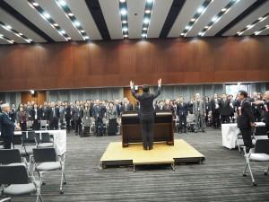 衛藤晟一内閣総理大臣補佐官の発生で万歳三唱