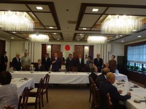 第13回理事会で新役員を代表して挨拶する水落会長
