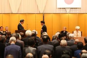被表彰者を代表して会長表彰を受ける藤安澄夫氏