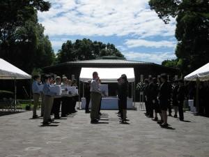 千鳥ヶ淵戦没者墓苑での引渡式で、各派遣団から厚生労働省へ遺骨が引き渡された