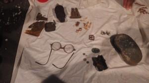 ムンダで遺骨とともに見つかった遺留品