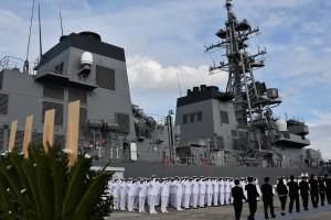 海上自衛隊横須賀基地での遺骨引渡式=10月10日、横須賀港で