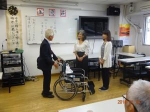 玉蘭荘を訪問し、車椅子を寄贈