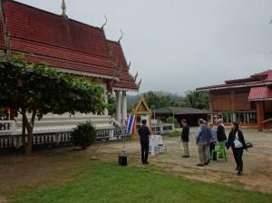 タイ・クンユアム方面のホエブロン村での慰霊祭