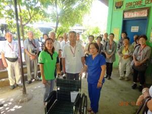 サンマテオクリニックを訪問し、車椅子を寄贈