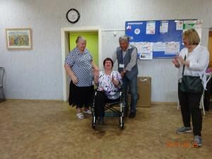 ビロビジャンの身体障碍者施設を訪問し、車椅子を寄贈