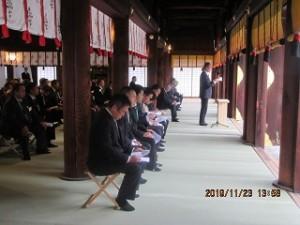 靖国神社への奉告参拝で祭文を奏上する辻正人青年部長