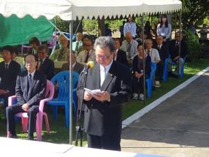 全戦没者追悼式で追悼の辞を読み上げる水落総括団長