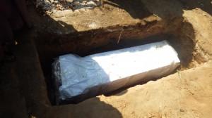 サガイン地区イワテジ町で慰霊碑を埋設